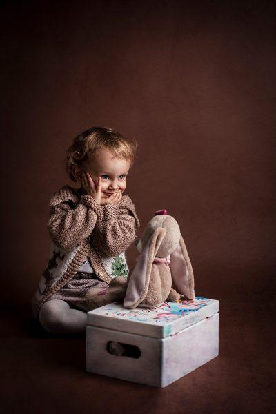 Fotografie fine art Daniela Dan Muntean DM Studio fetita flori jucarii